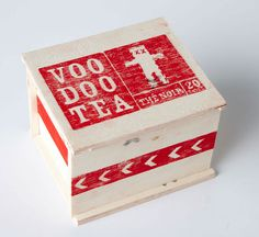 Voodoo Tea by Anne-Marie Leger Clever Packaging, Tea Packaging, Wooden Box Designs, Drink Specials, Bottle Design, Packaging Design Inspiration, Food Design, Wooden Boxes, Earthy