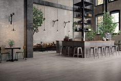 Prachtig keramisch parket. Rustig van print en bij deze tegel is er ook een bijpassende betonlook in de zelfde kleur (17-RD-) bestaande uit 26,5x180, 20x180 en 20x120 (keramische vloertegels, plavuizen, tegelvloer, woonkamer, houtenvloer) Tegelhuys.