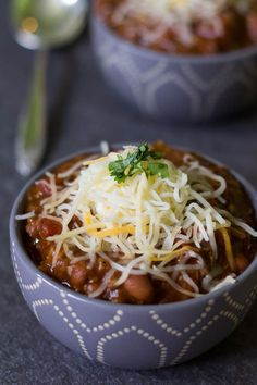 Meatless chili doesn't have to be boring chili! A mix of hearty vegetables gives this meatless chili a rich flavor that's totally satisfying and delicious. #McCormickDinners #ad @McCormick Spice