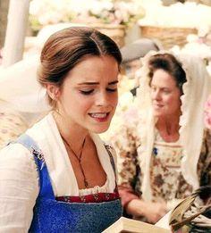 Belle / Emma Watson /  Beauty and the Beast gif