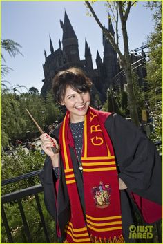 Ginnifer Goodwin, Harry Potter superfan, at the Wizarding World of Harry Potter