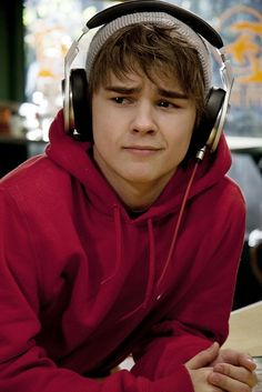 Dylan Everett As Campbell From Degrassi. He looks as though hes gonna cry! Degrassi Seasons, Degrassi Junior High, Degrassi The Next Generation, Dylan Everett, Rory Gilmore, Season 12, One Direction Pictures, Recent Events, Movie Tv
