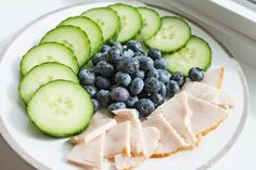 Clean Eating Snack Idea Cucumber Slices Blueberries and All-Natural Turkey Breast Clean Eating Recipes, Clean Eating Snacks, Healthy Snacks, Healthy Recipes, Eating Healthy, Clean Meals, Healthy Exercise, Clean Clean, Yummy Snacks