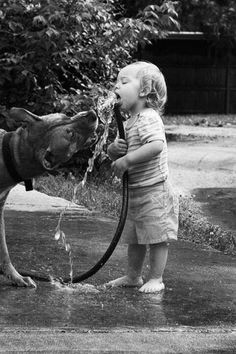 Dogs Black And White Photography Children 37 Ideas Animals For Kids, Cute Animals, Pretty Animals, Jolie Photo, Beautiful Children, Mans Best Friend, Children Photography, Funny Photography, People Photography