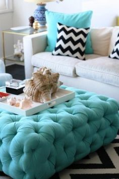 i liked the blue pouf!