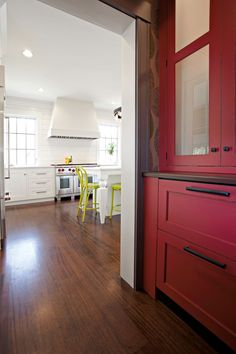 love butlers pantry red w wallpaper