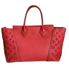 Pre-owned Louis Vuitton Leather Tote (1,210 KWD) ❤ liked on Polyvore featuring bags, handbags, tote bags, red, red leather tote, louis vuitton purse, red tote bag, red tote and leather tote