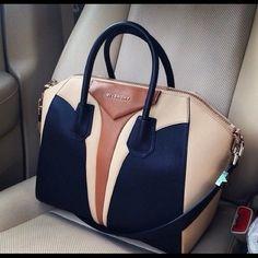 Love this Givenchy bag! I Love ♡ this Givenchy Bag ! Michael Kors Outlet, Michael Kors Bag, Bucket Bag, Sacs Design, Givenchy Antigona, Givenchy Bags, Givenchy Beauty, Prada Bag, Cute Bags
