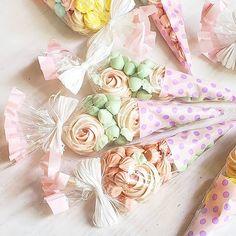 """Priscila Cantinho on Instagram: """"O coelho saiu da sua toca em busca de cenouras, quando se deparou com um campo muito colorido, então ele pensou: """"Será que eu achei…"""" Gift Wrapping, Gifts, Instagram, Carrots, Bunny, Colouring In, Gift Wrapping Paper, Presents, Wrapping Gifts"""