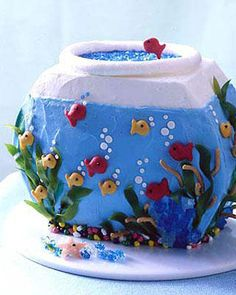 fish-bowl-cake would be cute for my two year old's birthday!