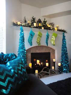 Christmas tree mantle...Found my idea for Christmas 2013!