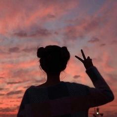Hi this is my first post in this acc and i will be posting aesthetic stuff in here and yea - - - - - - Silhouette Photography, Shadow Photography, Tumblr Photography, Sunset Photography, Girl Photography Poses, Scenery Wallpaper, Cute Wallpaper Backgrounds, Cute Cartoon Wallpapers, Girl Shadow