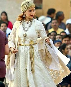 Kangana Ranaut on the sets of Manikarnika: The Queen of Jhansi Salwar Kurta, Warrior Queen, Queen Dress, Freedom Fighters, Indian Celebrities, Hinduism, Indian Dresses, Hijab Fashion, Beautiful Outfits