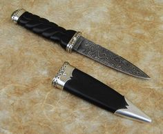 Damascus Sgian Dubh set with Diamonds and Greenstone Bushcraft Knives, Tactical Knives, Forged Knife, Fixed Blade Knife, Custom Knives, Knives And Swords, Survival Knife, Knife Making, Blacksmithing