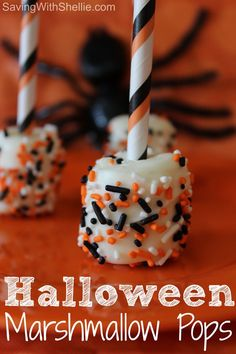 These Halloween Marshmallow Pops are super easy and so festive. These Halloween Marshmallow Pops are super easy and so festive. Halloween Treats For Kids, Halloween Appetizers, Halloween Desserts, Halloween Birthday, Halloween Halloween, Halloween Chocolate, Fall Treats, Holiday Treats, Fall Snacks