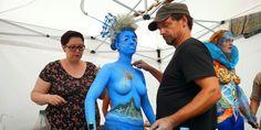 Artyści przez kilka godzin malują na ciele prawdziwe dzieła sztuki. Foto: Wojciech Basałygo