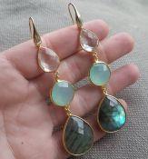 Vergulde zilveren oorbellen Labradoriet, Chalcedoon en Kristal