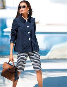 Ledertasche mit Bodenfüssen, Caban-Jacke, Damen Bermuda, Sonnenbrille mit Metallrahmen