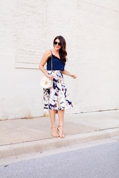Floral skirt with navy camisole on Kendi Everyday. Blue And White Outfits, Cool Style, My Style, Classic Chic, Summer Outfits, Summer Clothes, Fashion Advice, Camisole, Midi Skirt