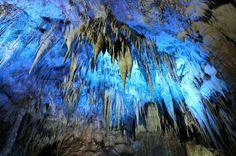 Расстояние пещеры от Тбилиси составляет 240 км, а от Кутаиси — 30 км. Примите во внимание, что по понедельникам попасть внутрь вы не сможете! Город Цхалтубо расположился на границе Большого Кавказа и Колхидской низменности, в Имеретинском районе. Местная достопримечательность ...