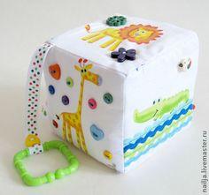 Развивающие игрушки ручной работы. Ярмарка Мастеров - ручная работа Кубик-подвеска для коляски/кроватки/авто. Handmade.