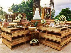 El toque distintivo en tus eventos se llama @ecoinnovaciones360 - Inspiración al decorar con palets en esta mesa de postres totalmente rustico y elegante para #lapurriboda @ecoinnovaciones360 Celebra tus emociones!! Weddingplanner: #medianaranjaplanners Event Planning Service Mobiliarios eventos y logística! Mail: ecoinnovaciones360@gmail.com Telefono: 04248751101 - 04248543731 Isla De Margarita #bodas #bodasoñada #bodasvintage #bodasoriginales #bodas2016 #bodasenmargarita #vintage #rustic Wedding Night, Dream Wedding, Havana Nights, Wedding Decorations, Table Decorations, Dessert Table, Wedding Planning, Table Settings, Backyard