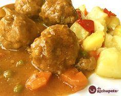 Albóndigas en Salsa (Meatballs in Sauce) Meat Recipes, Gourmet Recipes, Mexican Food Recipes, Healthy Recipes, Ethnic Recipes, Recipies, Spanish Stew, Crockpot, Gratin Dish