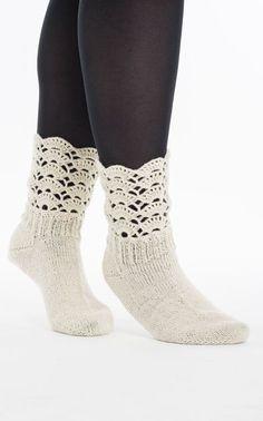 Novita Oy - Neulemalli: Naisen neulotut ja virkatut pitsisukat Crochet Socks, Knitting Socks, Knit Crochet, Knitting Charts, Knitting Patterns, Boot Cuffs, Mittens, Slippers, Booty