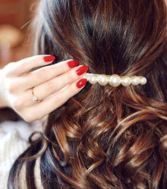 Details🎀 #hairpin #pearlhairpins #curlyhairdontcare #vintage #sombrehair #tigereyehair Sombre Hair, Pearl Hair Pins, Hairpin, Bobby Pins, Curly Hair Styles, Hair Accessories, Detail, Vintage, Beauty