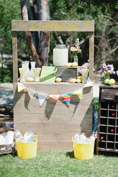 Classic Wedding Invitations - Jay and Jo's Picnic in the ParkEveryone loves a lemonade stand!