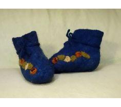 Plurilaine - Chaussons de feutre bleus pour bébé Slippers, Fashion, Walking, Felt, Switzerland, Handicraft, Accessories, Fashion Styles, Moda