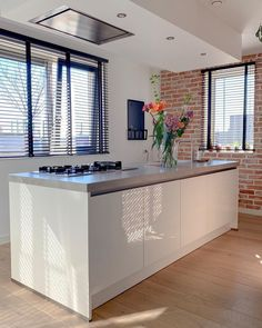Binnenkijken bij Shanti - My Simply Special Kitchen Hob, Dinner Room, Studio Apartment Decorating, House Goals, Interior Design Kitchen, Cool Kitchens, Living Spaces, Sweet Home, New Homes