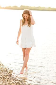 Senior Picture Ideas for Girls | Water | Barefoot | #seniorpictureideasforgirls