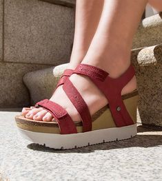 91f60574abd6 WAVEY in HUNTING RED Wedge Sandals