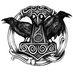 Thors hammer Mjølner med Hugin og Munin