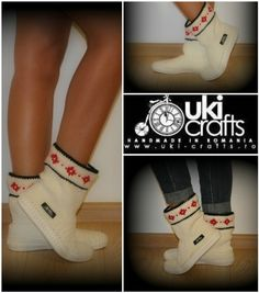 Hand crocheted boots for street- mark Uki-Crafts Handmade in Romania Recommended season: Spring-Fall Materials used: virgin acrylic Crochet Boots, Knit Boots, Knitted Slippers, Spring And Fall, Photo Tutorial, Outdoor Outfit, Beautiful Crochet, Hand Crochet, Adulting