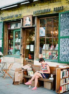 Um Bom Lugar Pra Ler Um Livro...  Shakespeare E Cia., livraria, livros antigos; foto: Kallie Brynn B ...