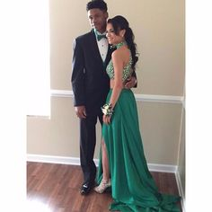 Green Two-Piece Slit Prom Dress with Beaded Top and Pockets High Neck A-Line Long Chiffon Party Dresses Formal Gowns