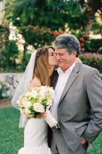 cute bride-father of the bride picture!   I will definitely have to do this,.. My daddy has done so much for me :)