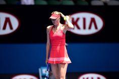 María Sharapova [2] defeats Shuai Peng [21] 6-3,6-0 in R4