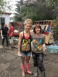 via Megan Berry #calgarystrong #yychelps #abflood #yycflood