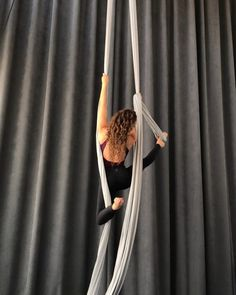 Teardrop Climb tips Aerial Dance, Aerial Silks, Fit Board Workouts, Easy Workouts, Pole Dancing Fitness, Glow Up Tips, Running On Treadmill, Aerial Arts, Restorative Yoga