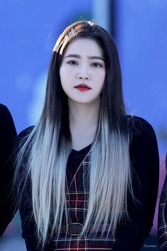 """yerimese on Twitter: """"181104 #예리 #YeRi #RedVelvet #레드벨벳… """" Seulgi, Kpop Girl Groups, Kpop Girls, Red Velvet, Korean Girl, Asian Girl, Half And Half Hair, Kpop Hair, Kim Yerim"""