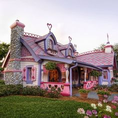You might think fairy tales are for children. What would you say about a few sweet colors and some warm materials for a fairytale house with a wonderful architecture almost waiting for a Snow White to come out Fairytale Cottage, Storybook Cottage, Storybook Homes, Minnie Mouse House, Mickey Mouse, Unique House Design, Unusual Homes, Pink Houses, Dream Houses