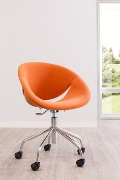 Cilek Relax Schreibtischsessel Orange  ***    Limited Edition ***            Mit den Relaxsesseln der Firma Cilek, weht ein Hauch der bunten 70er Jahre ins Haus. Die ergonomisch geformten Sitzschalen unterstützen...