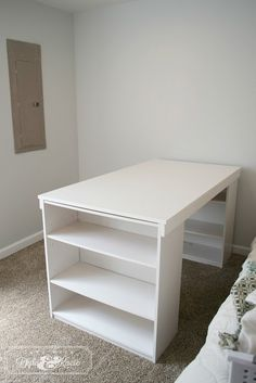 Days with Dylan and KC Sunshine: DIY Craft desk.so easy! Could also be table n xtra storage in a tiny house or loft apt! Diy Crafts Desk, Craft Desk, Home Crafts, Craft Tables, Craft Rooms, Sewing Room Organization, Craft Room Storage, Craft Room Design, Sewing Rooms