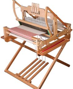 beautiful loom -- would love to have this