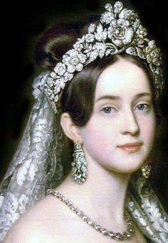 A bela Amália de Oldemburgo, Rainha Consorte da Grécia de 1836 a 1862. Nascida na Baviera, casou-se com o Rei Oto, tendo trazido com seu espírito jovem e inteligente, alegria e vivacidade ao país empobrecido. Ela faleceu aos 91 anos em sua terra natal. Curiosamente foi ela que também introduziu a árvore de Natal na tradição grega.