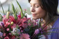 Kinds of Flower Arrangements (with Pictures)