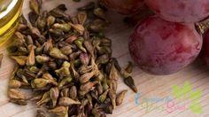 Esta crema casera hecha de hojas de perejil y limón (o vinagre de sidra de manzana) te ayudará a blanquear la piel y limpiar tu cara de manchas oscuras y pecas y le dará a su piel ese aspecto saludable. El perejil es rico en vitaminas y minerales, y su jugo contiene aceites esenciales con …